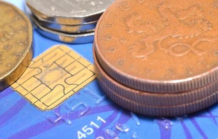 Makroaufnahme der Kreditkarte und tschechische W�hrung, M�nzen