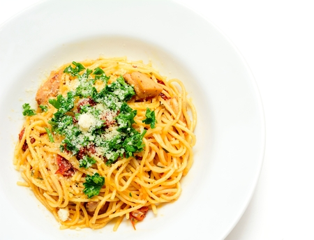 sprinkled: Spaghetti with sun-dried tomatoes, chicken meat, parmesan and sprinkled with parsley.