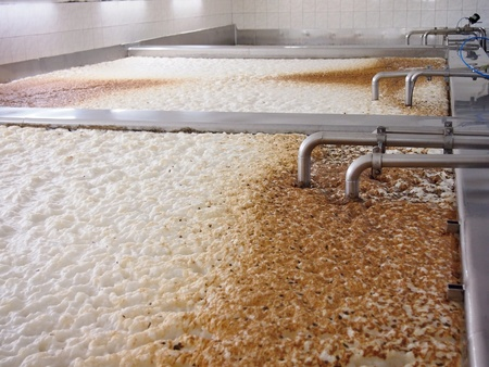 Fermenting of a beer in an open fermenters in a brewery. Archivio Fotografico