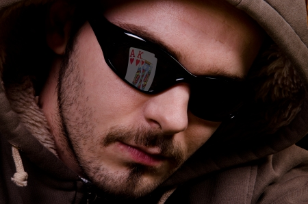 hold'em: Cards are reflected in the sunglass