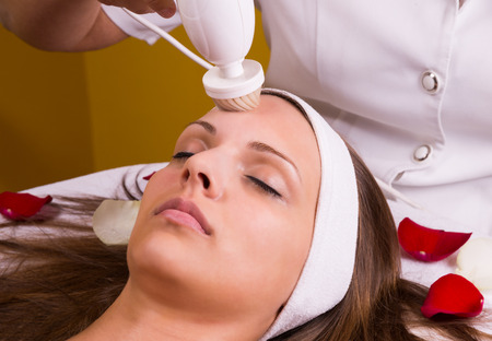 stimulating: Woman having a stimulating facial treatment from a therapist