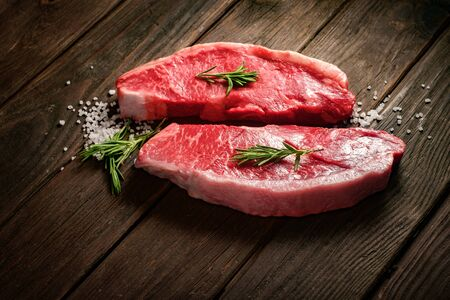 raw Picanha steak on wooden background in rustic style with salt and herbs 免版税图像