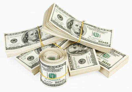 Viele Bundle und Rolle der US-100 Dollar bank Notes isolated on white background