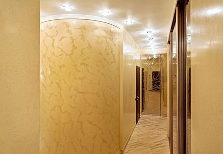 Passage with a mirror wardrobe and column in warm tones photo