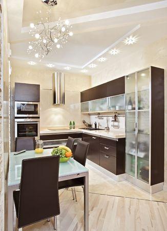 muebles de madera: Interior de cocina moderno en tonos c�lidos  Foto de archivo