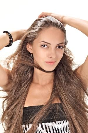 Retrato de estudio de rostro de la joven dama bonita con largos pelos en blanco  Foto de archivo - 7779987