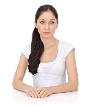 caras tristes: Joven hermosa dama con grandes ojos sensibles mirando de c�mara aislado en blanco