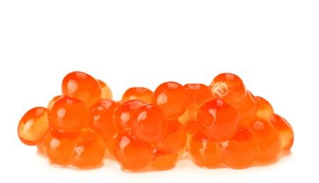 unpressed: Mont�n de caviar rojo salm�n aislado en blanco Foto de archivo