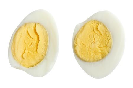 huevos de codorniz: Dos mitades de huevos de codorniz hervida, aislados en blanco Foto de archivo