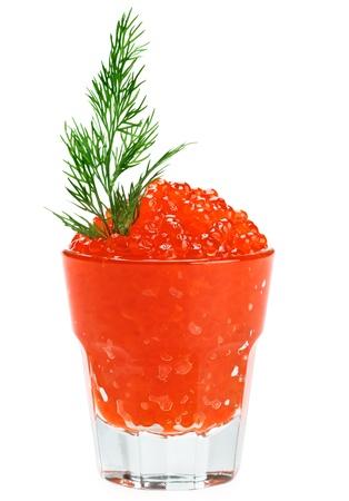 unpressed: Caviar rojo salm�n en un vaso con eneldo rama aislado en blanco
