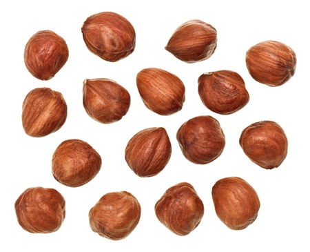 lískové ořechy: Unshelled hazel nuts isolated on white, food background