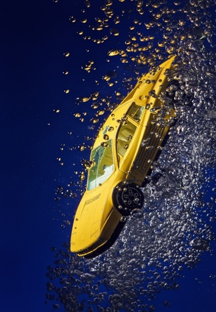 sportcar: Yellow sportcar accident, going down underwater with air bubbles