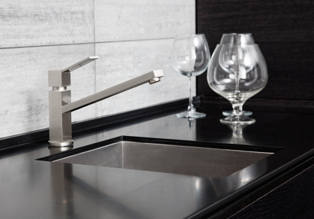 white marble: Modern kitchen sink with metal tap and black marble