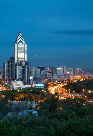publicidad exterior: paisaje de edificios esc�nico en Urumqi