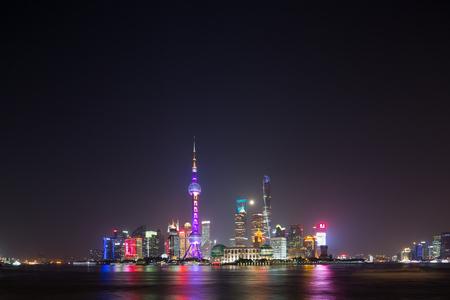 publicidad exterior: Shanghai Bund Editorial