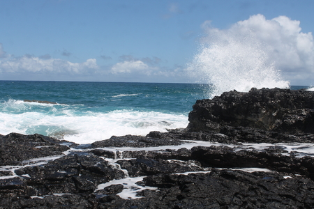 waves near queens bath Imagens
