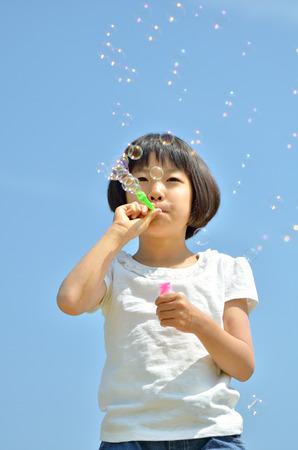 bulles de savon: Fille de bulles de savon