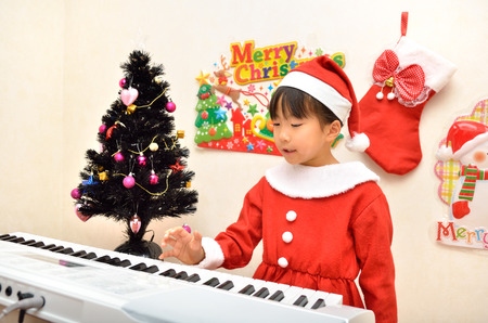 upper school: Santa Claus costume to play the piano girl