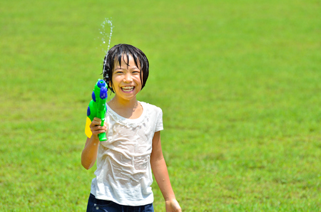 sopping: Girl playing with water pistols