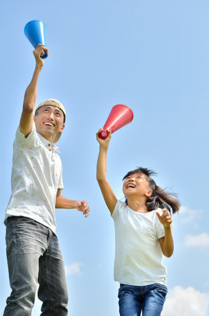 Japanese parent and child cheering