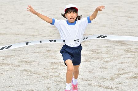 Girl finish the goal line (Sports day) 版權商用圖片