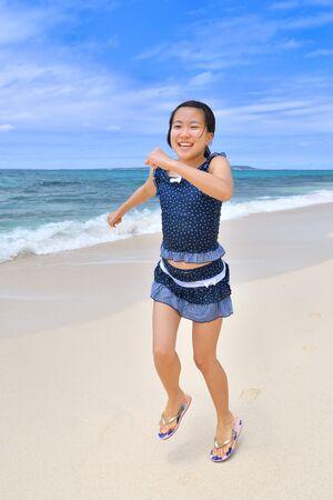 Japanese girl running in the beach - Okinawa Miyakojima Foto de archivo