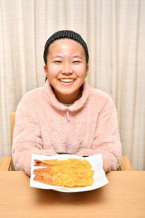 Japanese girl eating Japanese Tempura shrimp 스톡 콘텐츠