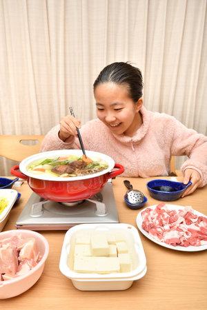 Japanese girl enjoying Japanese Nabe party 스톡 콘텐츠