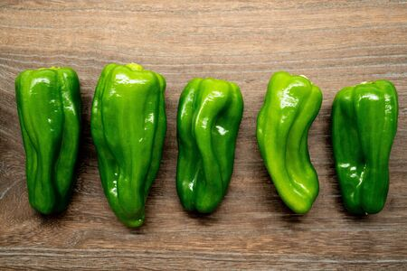 Green peppers on a wooden table Foto de archivo