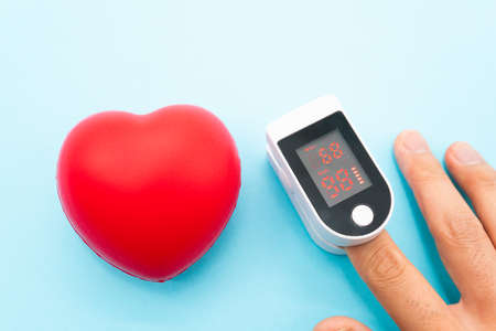 Pulse oximeter and heart symbol