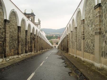 republik: entrance road to the castle Decin  czech republik