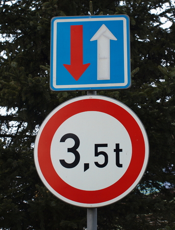 tonnage: traffic sign, right of way, tonnage vehicles, Czech Republic