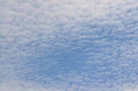 pozadí modré a bílé oblohy, jižní Čechy, Česká republika Reklamní fotografie
