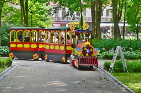 zábavní vlak, lázeňský park, Kudowa Zdroj, Polsko
