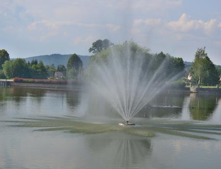 pohled na kašnu, lázeňský park, Kudowa Zdroj, Polsko Reklamní fotografie - 89633737