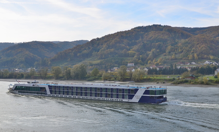 cruise boat on the River Danube, Austria Reklamní fotografie - 94814075