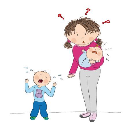 Joven madre con pequeño bebé llorando, su segundo hijo, el niño pequeño está de pie, gritando, con rabieta