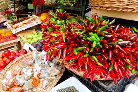 Chillies, red chilli pepper, on the traditional italian fruit, vegetable and spice market in Gallipoli town, Italy, Apulia region, Adriatic Sea Stockfoto