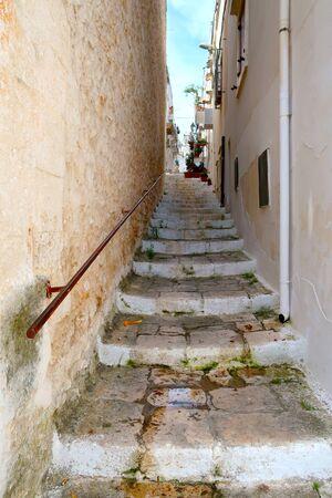 Side street of Ostuni town with staircase, Apulia region, Italy, Adriatic Sea Stockfoto