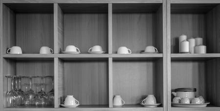 aparador: Vários cerâmica na cozinha aparador Imagens