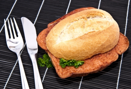 semmel: Meat loaf on a roll on tablecloth