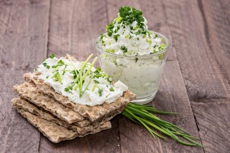 sesame cracker: Cream Cheese on Crispbread with fresh Herbs
