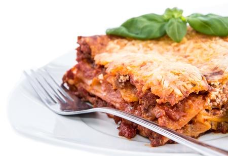 lasagna: Pedazo de Lasa�a aislado sobre fondo blanco