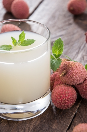 litschi: Glass with Lychee Juice and fresh fruits Stock Photo