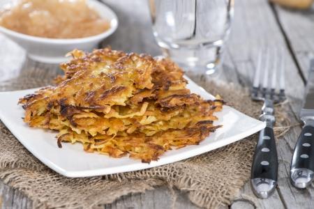 bign�: Frittelle di patate fatti in casa su sfondo vintage