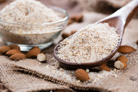 mandel: Portion of grated Almonds