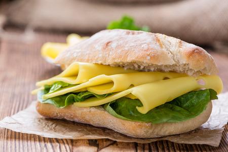 Kaas Sandwich (close-up shot) op vintage houten achtergrond