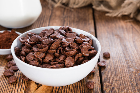 chocolate chip: Portion of sweet breakfast (choco flakes) on wooden background