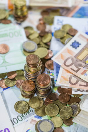 schein: Stacked Euro Coins (on Banknotes) as detailed close-up shot