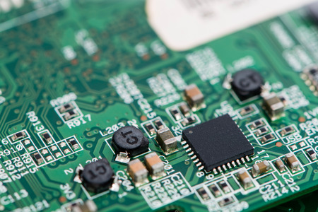 多くの電気部品で基板のマクロ撮影
